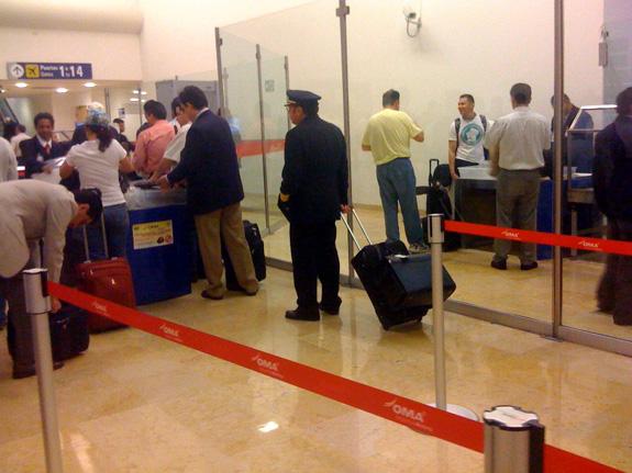 Aeropuerto de MTY, arco de metales (2)