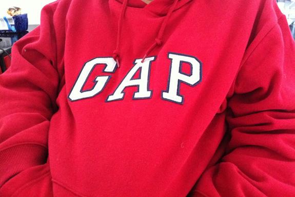 El logo de GAP y las marcas que se dejaban bigote
