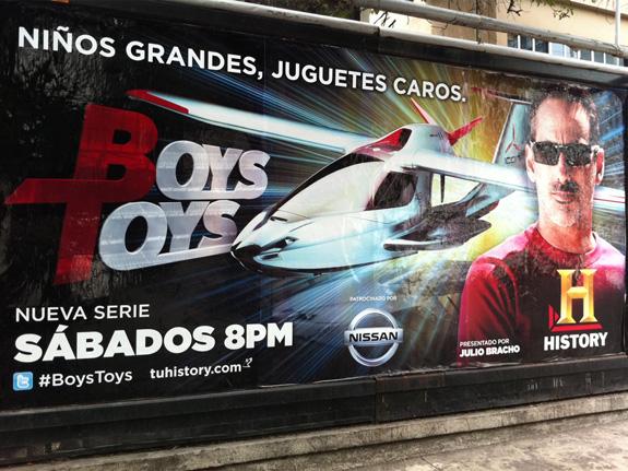 """Billboard anunciando la serie """"Boys Toys"""""""