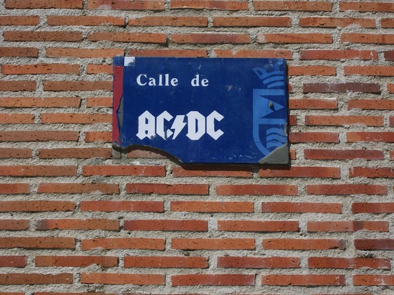 Calle AC/DC en Leganés