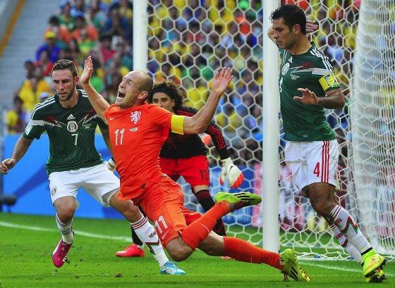 Penalty sobre Arjen Robben / México 1-Holanda 2